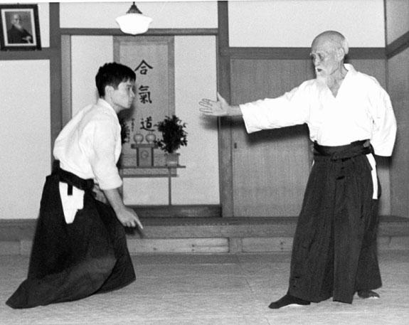 morihei-ueshiba-arm-extended1